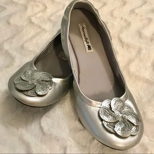 ⭐️💲⬇️ American Eagle Silver Sequin Flower Flats